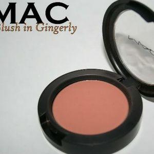 MAC gingerly powder blush